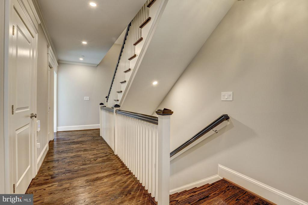 Second Floor Landing - 216 8TH ST NE #B, WASHINGTON