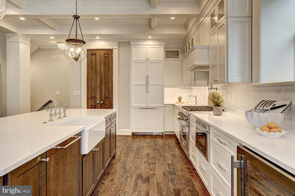 High-End Finishes + Appliances - 216 8TH ST NE #B, WASHINGTON