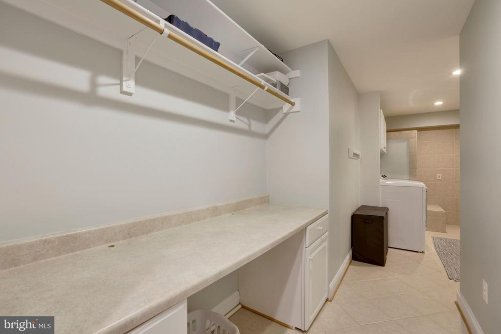 Large laundry room with folding table - 43121 FLING CT, BROADLANDS