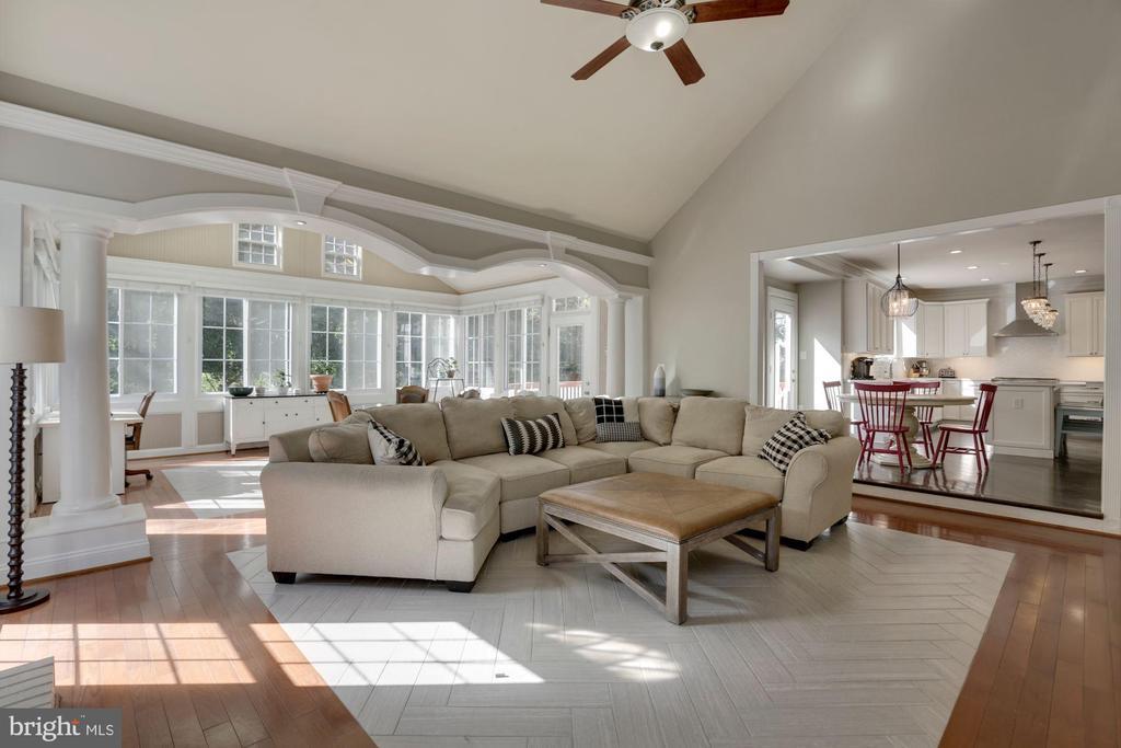 Family room adjoining kitchen - 43121 FLING CT, BROADLANDS