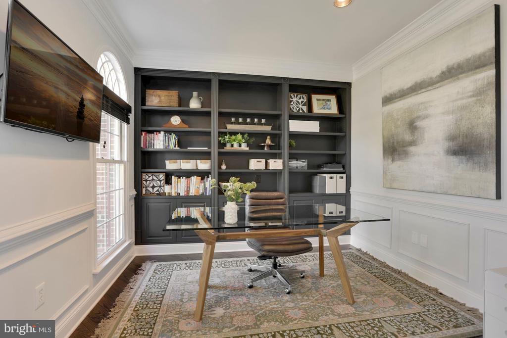 Light bright office space - 43121 FLING CT, BROADLANDS