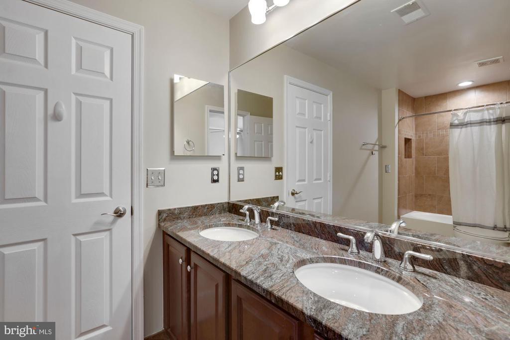 En suite bath - 43121 FLING CT, BROADLANDS