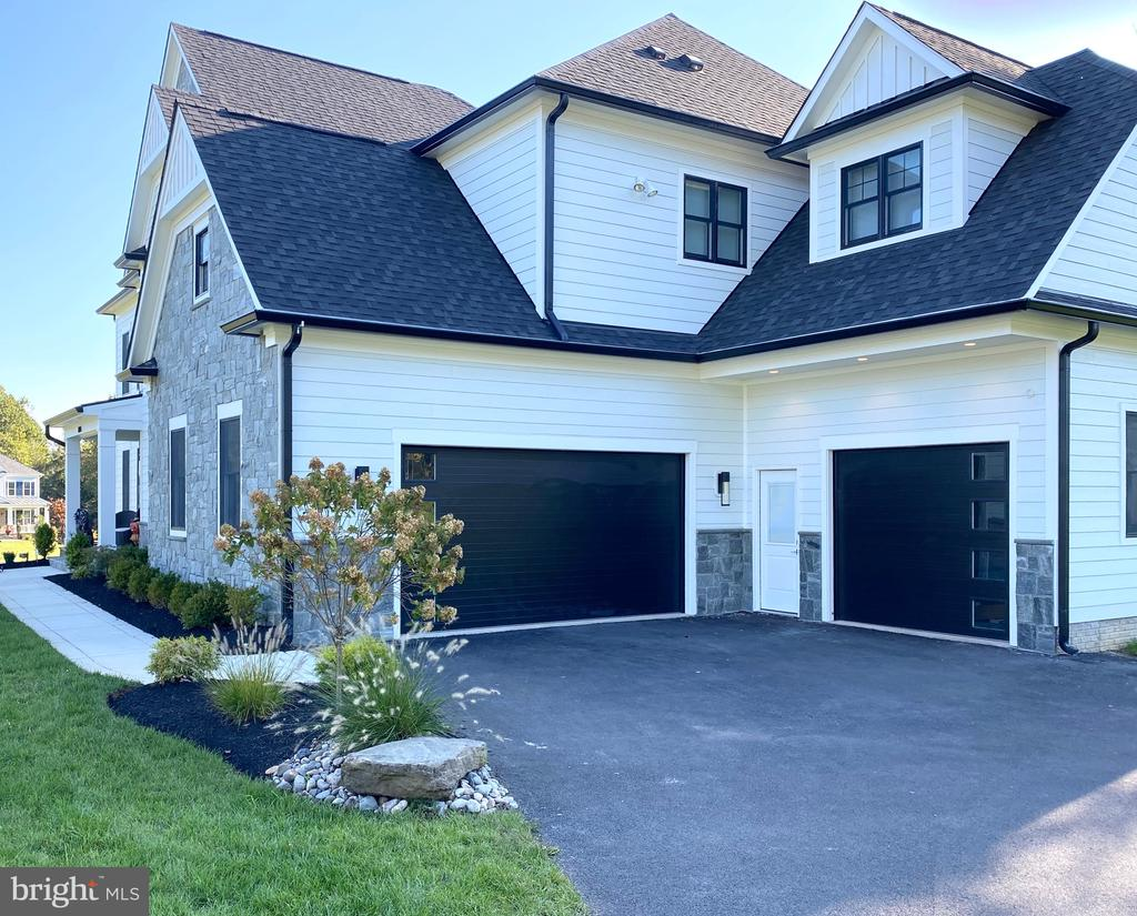 3 car garage - 11705 VALLEY RD, FAIRFAX