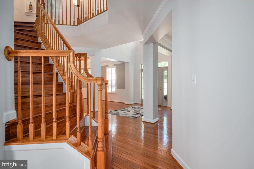 Beautiful Staircase - 11404 ATTINGHAM CT, MANASSAS