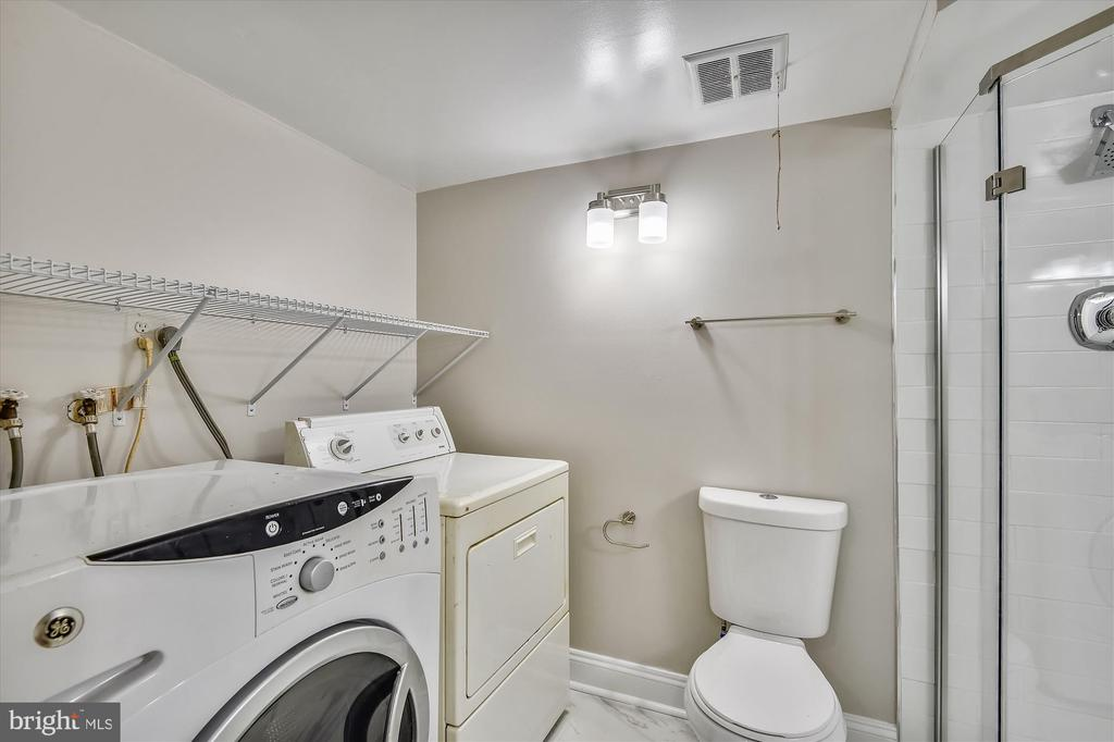 Full washer and dryer on lower level - 4609 34TH ST S, ARLINGTON