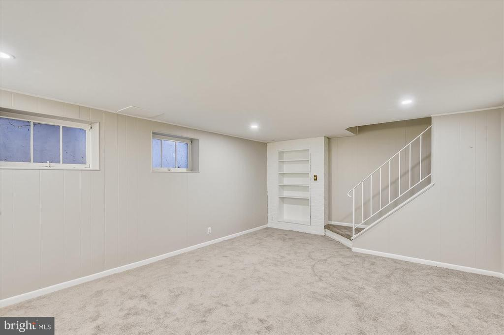 Lower level rec. room with built-ins, new carpet - 4609 34TH ST S, ARLINGTON