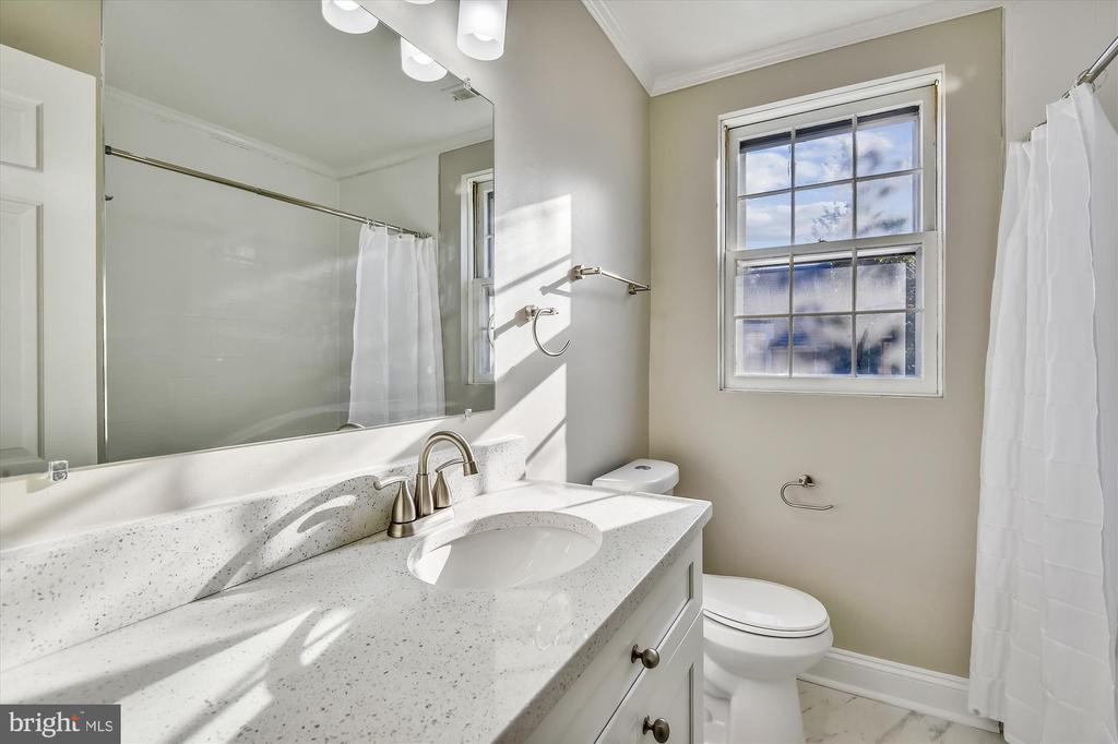 Large second bath upstairs - 4609 34TH ST S, ARLINGTON
