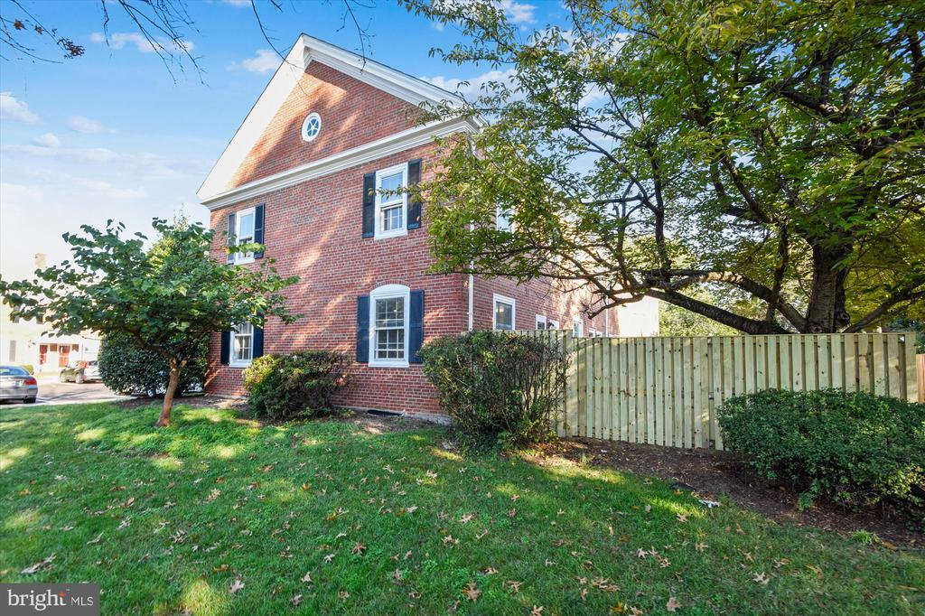 Perfect location for DC commuters - 4609 34TH ST S, ARLINGTON