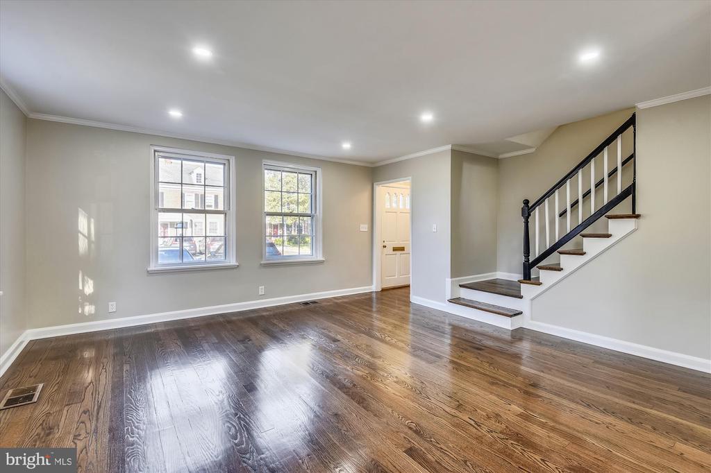 New recessed lighting, refinished hardwood floors - 4609 34TH ST S, ARLINGTON