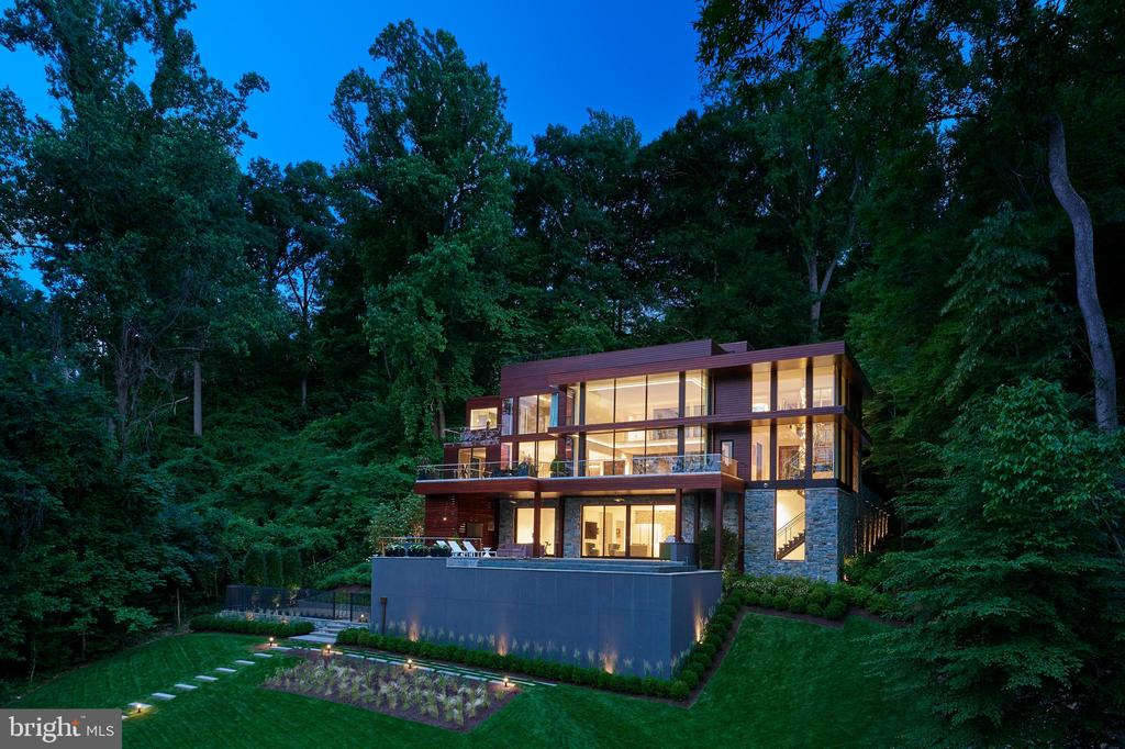 Photography by Anice�Hoachlander - 1139 CREST LN, MCLEAN