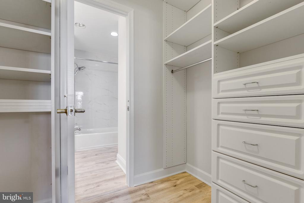 Large Walk-in closet with built-ins - 1050 N STUART ST #126, ARLINGTON