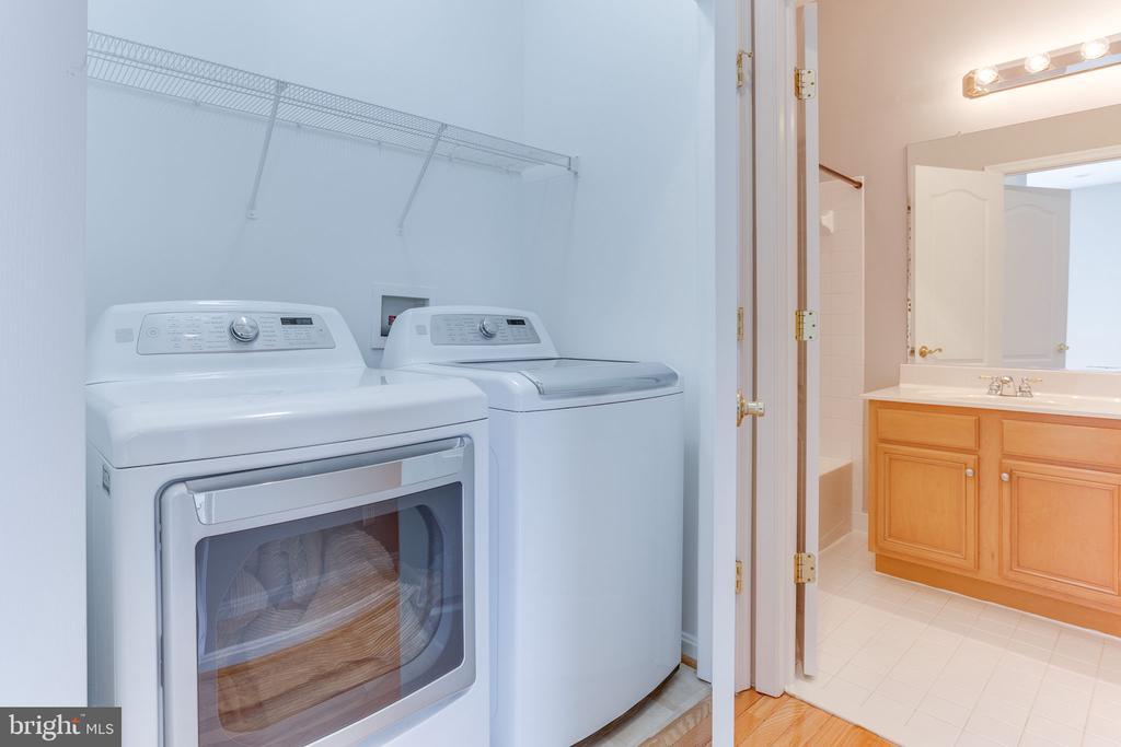 Upper Level Laundry - 21871 HAWKSBURY TER, BROADLANDS