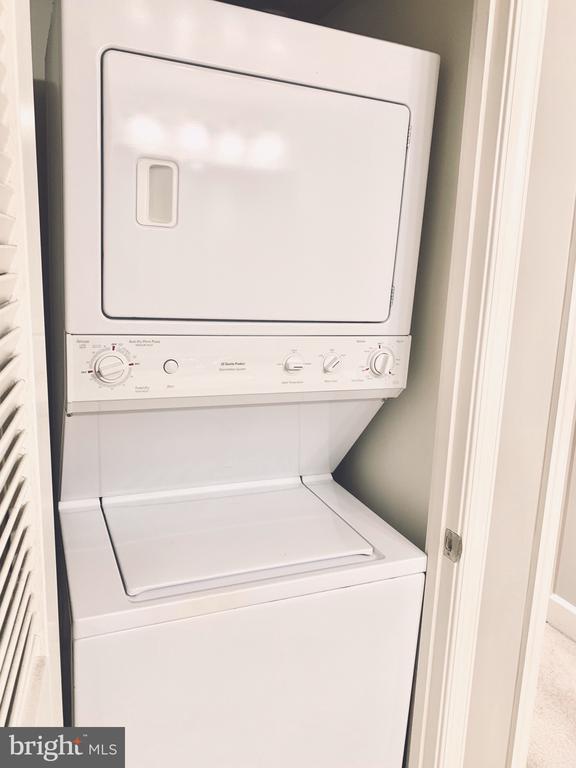 washer/dryer in unit - 11800 SUNSET HILLS RD #311, RESTON