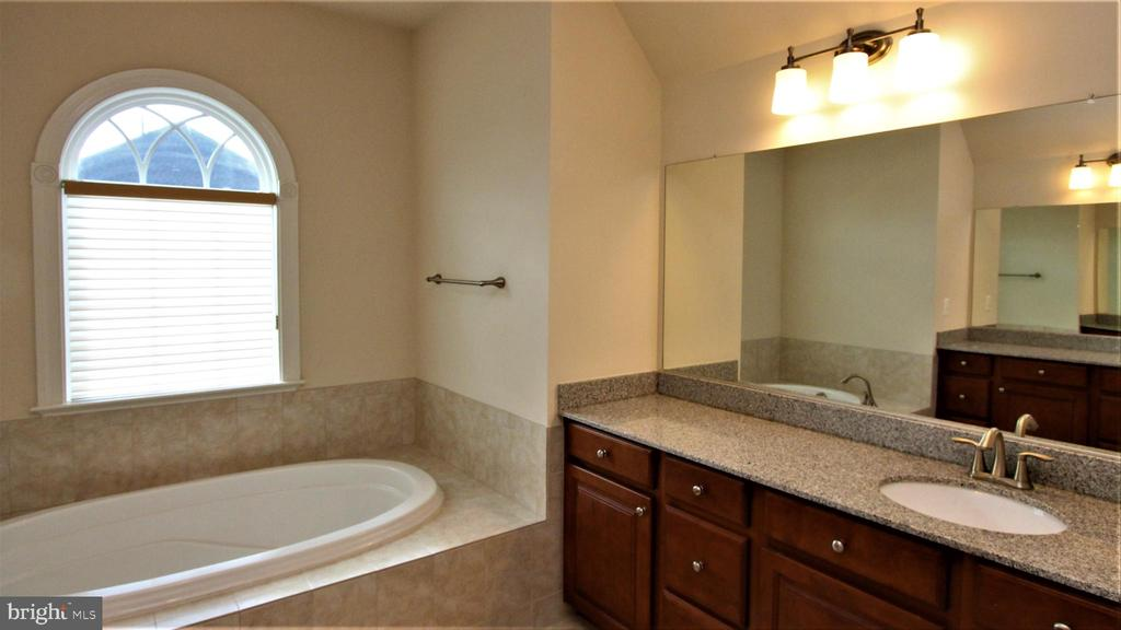 - 42222 OASIS CT, CHANTILLY