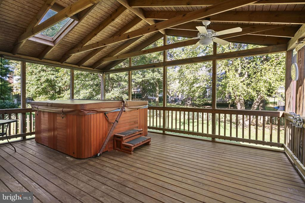 Screened Porch with Hot Tub - 13124 TUCKAWAY DR, HERNDON