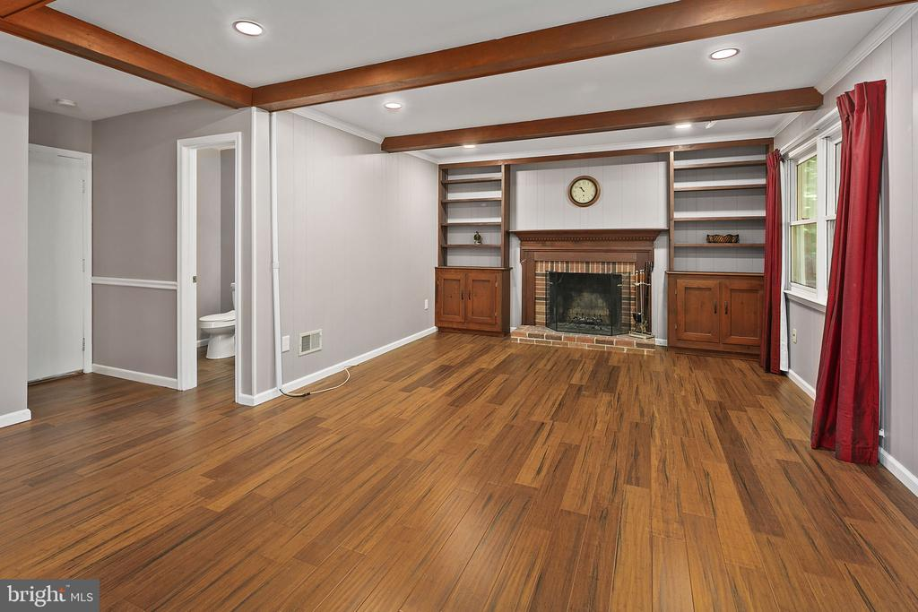Family Room with Built Cabinets - 13124 TUCKAWAY DR, HERNDON
