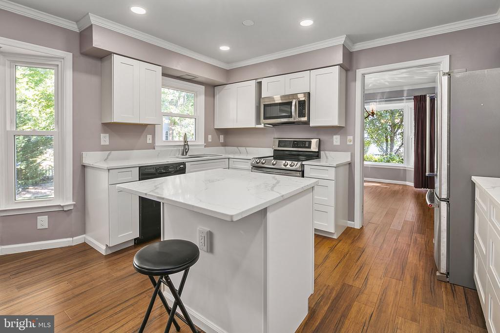Remodeled Kitchen with White Shaker Cabinets - 13124 TUCKAWAY DR, HERNDON