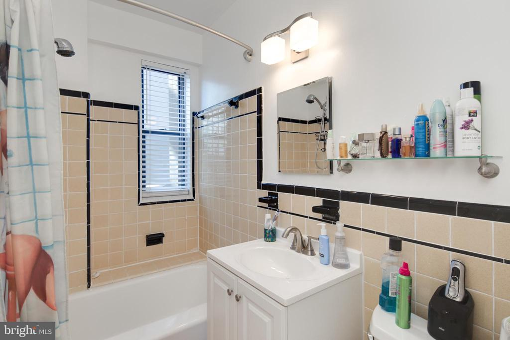 Bathroom - 1 SCOTT CIR NW #118, WASHINGTON