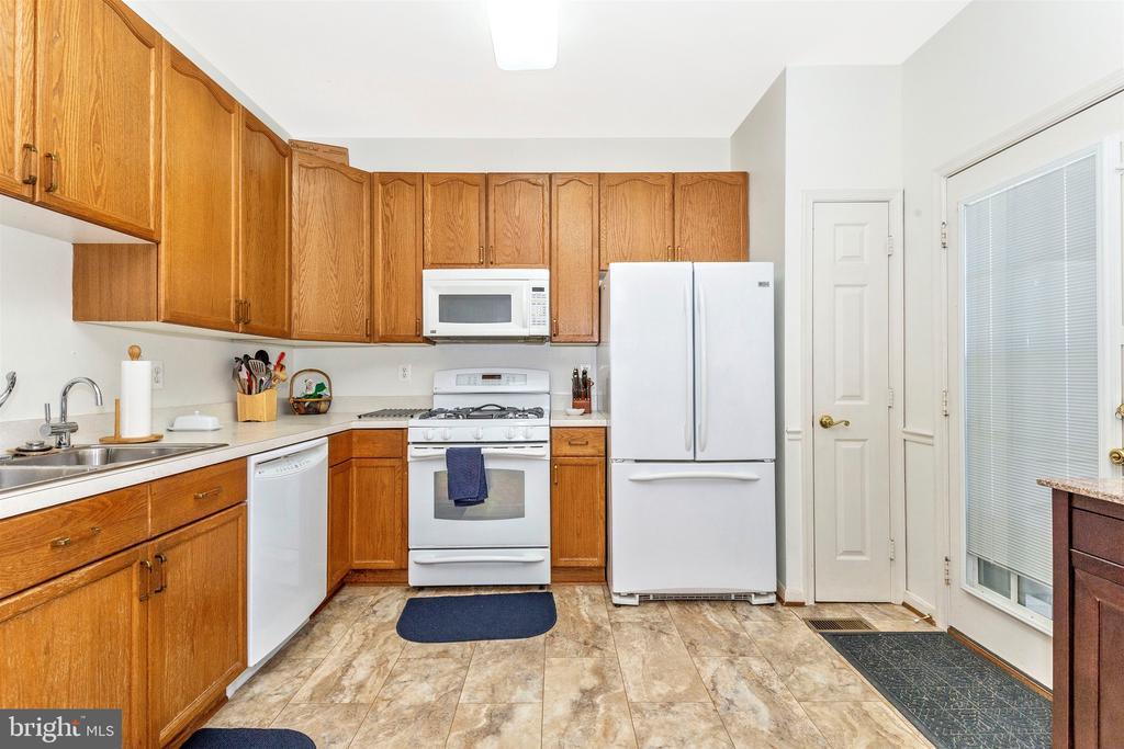 New Kitchen Floors - 2222 LAMP POST LN, FREDERICK
