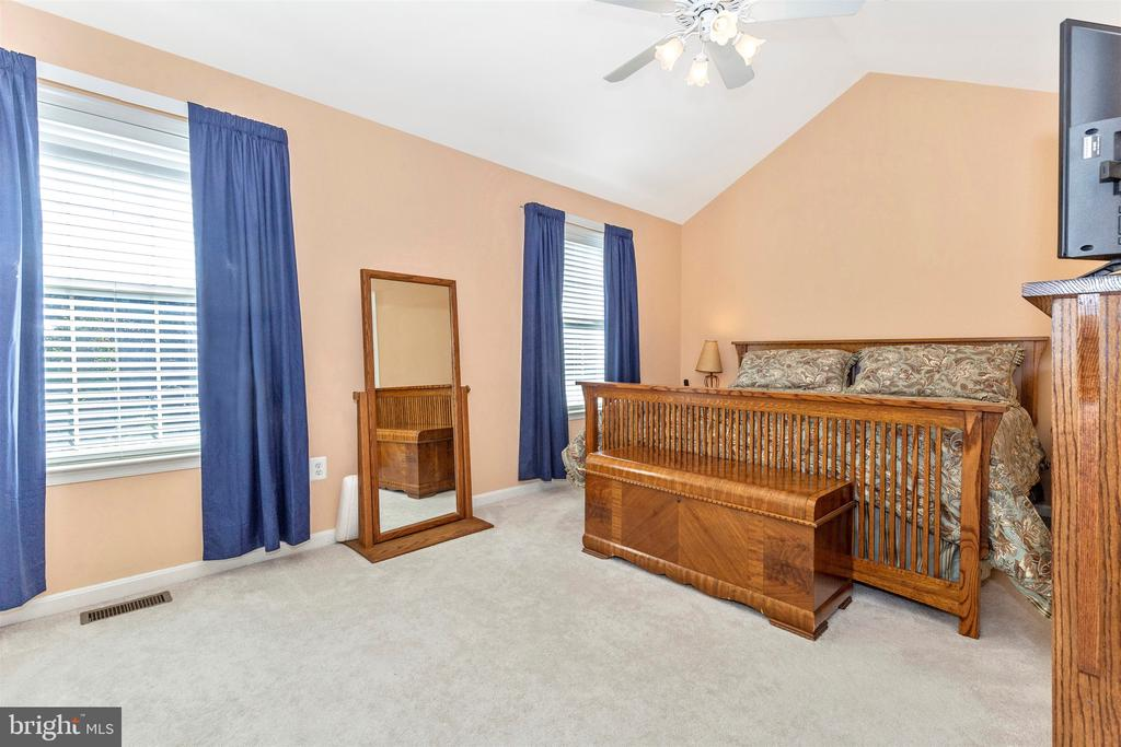 Vaulted Ceilings and His and Hers Closets - 2222 LAMP POST LN, FREDERICK