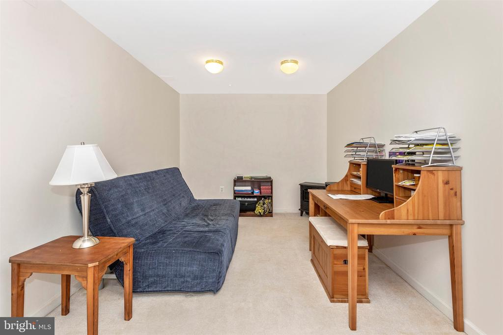 Guest Room / Bedroom / Office w/2 Great Closets - 2222 LAMP POST LN, FREDERICK