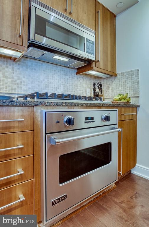 Cooking with gas... Viking gas! - 1111 19TH ST N #1805, ARLINGTON