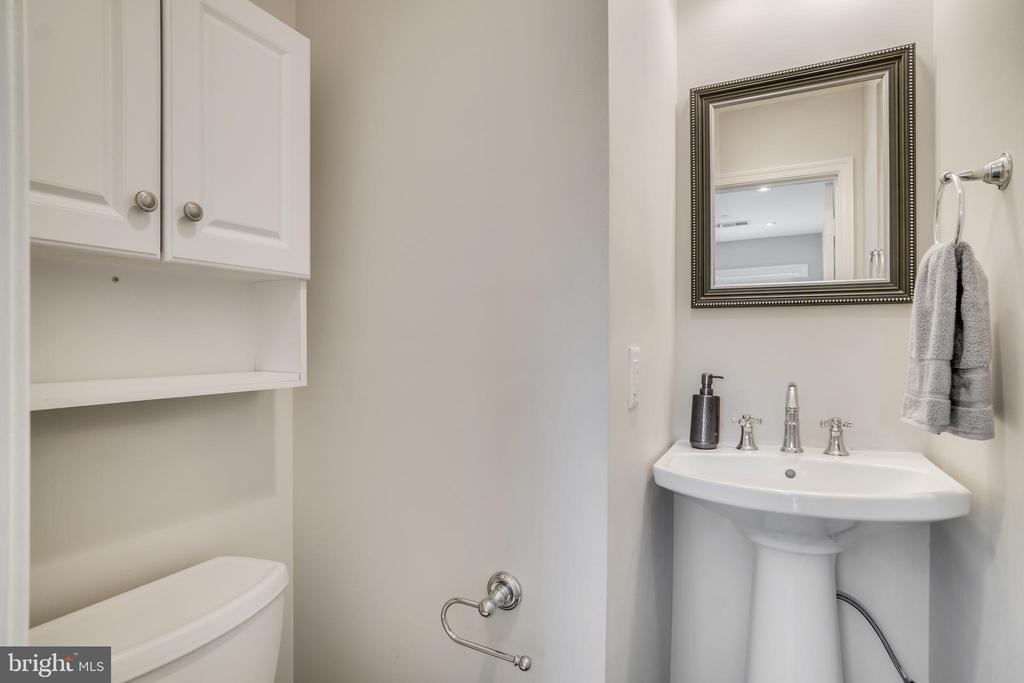 Half Bath on main floor - 1823 N UHLE ST #1, ARLINGTON