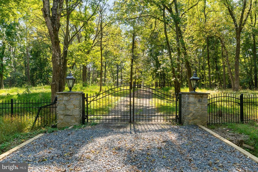 Gated entrance to home and Lot 149 & 150 - 44719 POTOMAC DR, ASHBURN