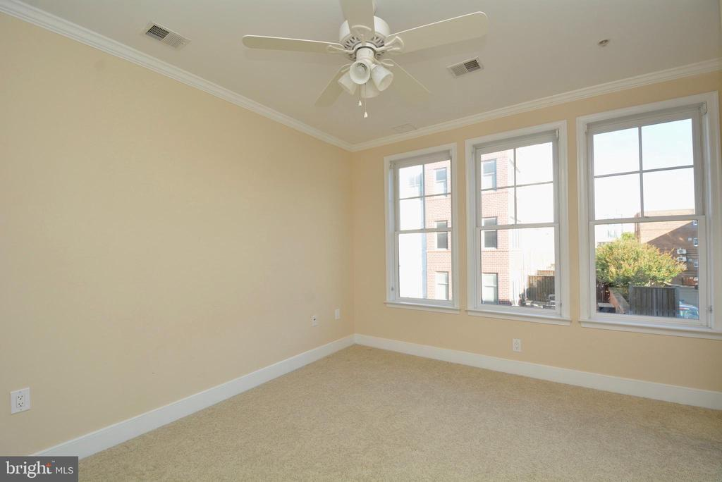Second bedroom with ceiling fan - 1418 N RHODES ST #B410, ARLINGTON