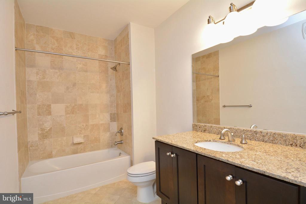 Second full bath - 1418 N RHODES ST #B410, ARLINGTON