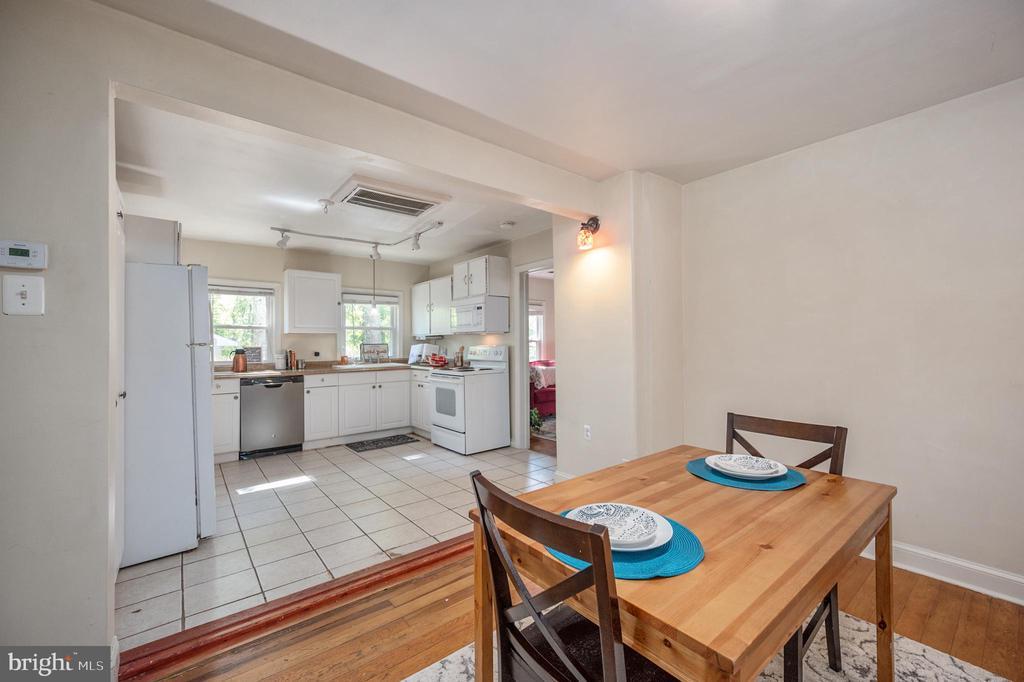 Kitchen & Dining Area - 7019 SIGNAL HILL RD, MANASSAS