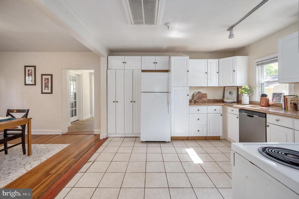 Tile Kitchen - 7019 SIGNAL HILL RD, MANASSAS