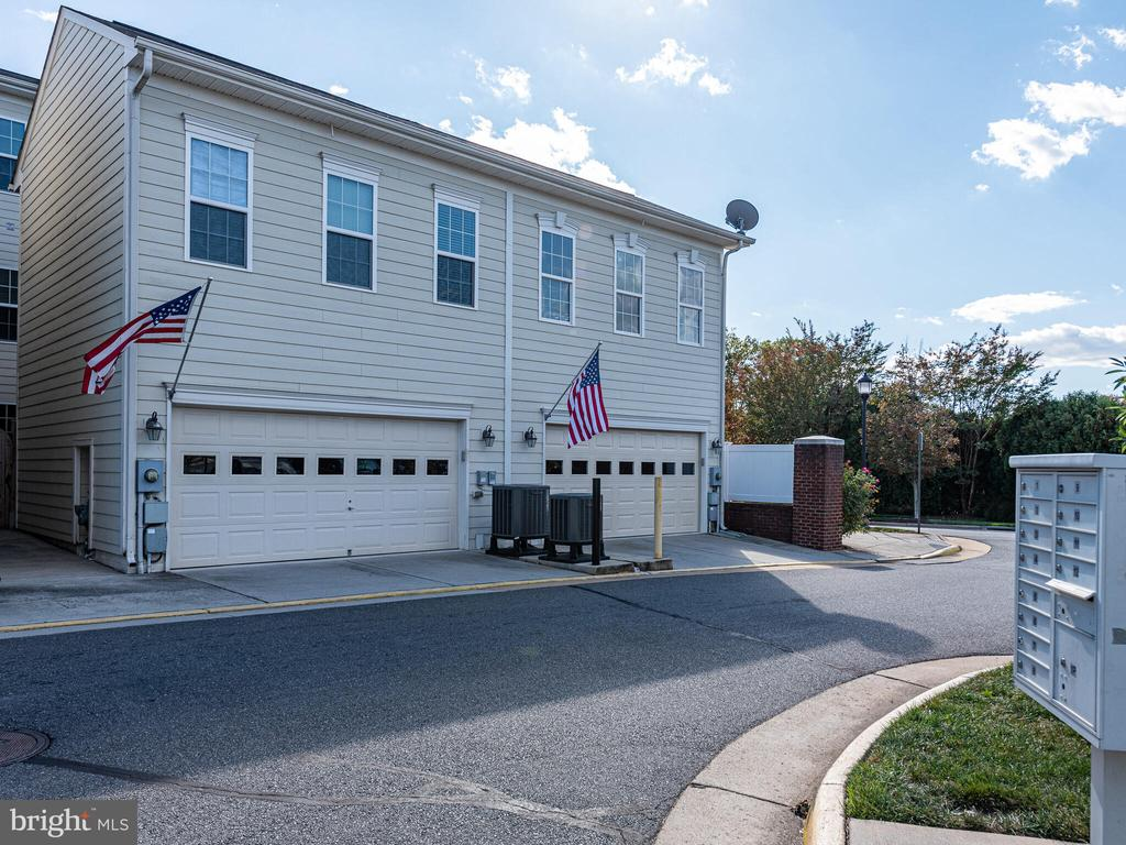- 19442 FRONT ST, LEESBURG