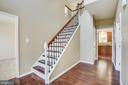 Wood stair case and beautiful hardwoods - 81 FOUNTAIN DR, STAFFORD