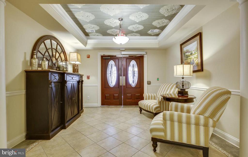 Lovely lobby entrance sets the tone - 9202 CHARLESTON DR #301, MANASSAS