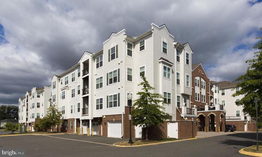 Beautiful Gatherings condominiums - 9202 CHARLESTON DR #301, MANASSAS