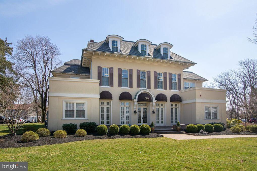 Single Family Homes pour l Vente à Flemington, New Jersey 08822 États-Unis