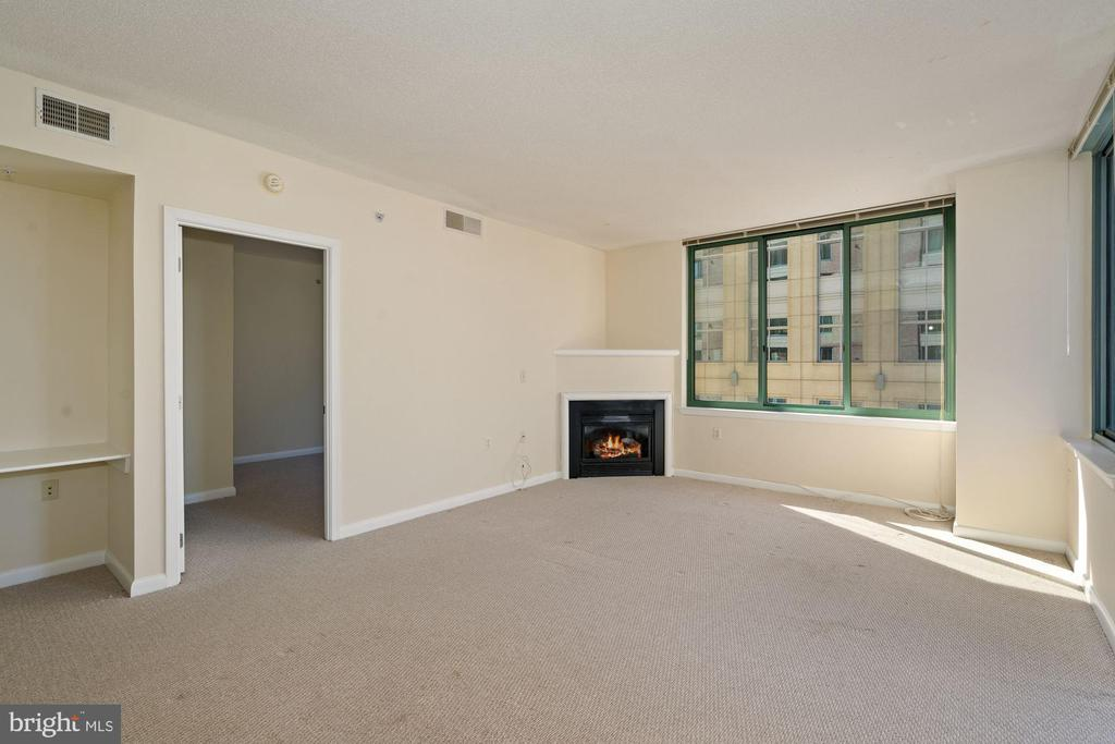 Living Room with Fireplace - 851 N GLEBE RD #1117, ARLINGTON