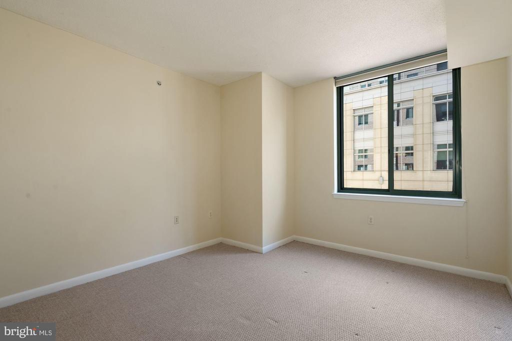 Second En-Suite Bedroom w/Private Bath - 851 N GLEBE RD #1117, ARLINGTON