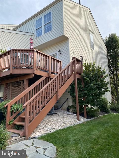 SPACIOUS DECK AND STAIRS - 43180 KATAMA SQ, CHANTILLY
