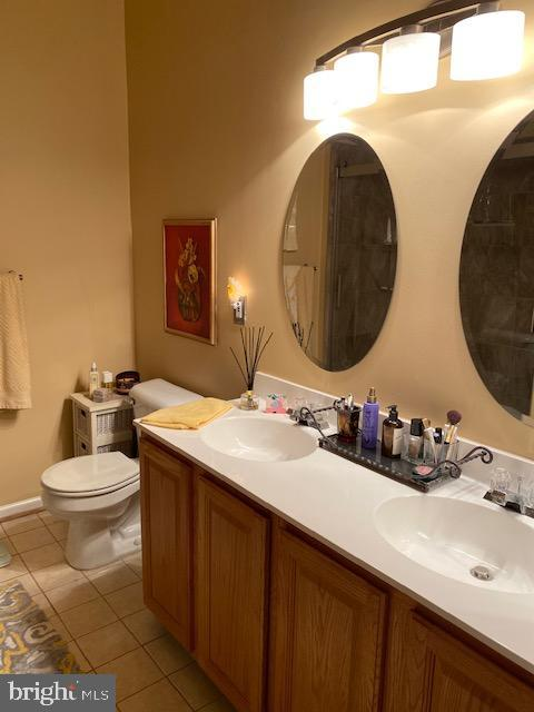 Master bedroom bath has double vanity/updated - 43180 KATAMA SQ, CHANTILLY