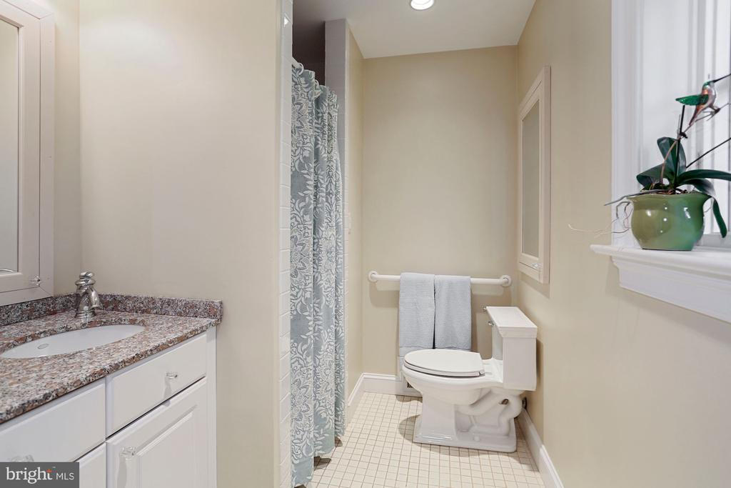 Full bathroom with walk in shower - 3540 N VALLEY ST, ARLINGTON