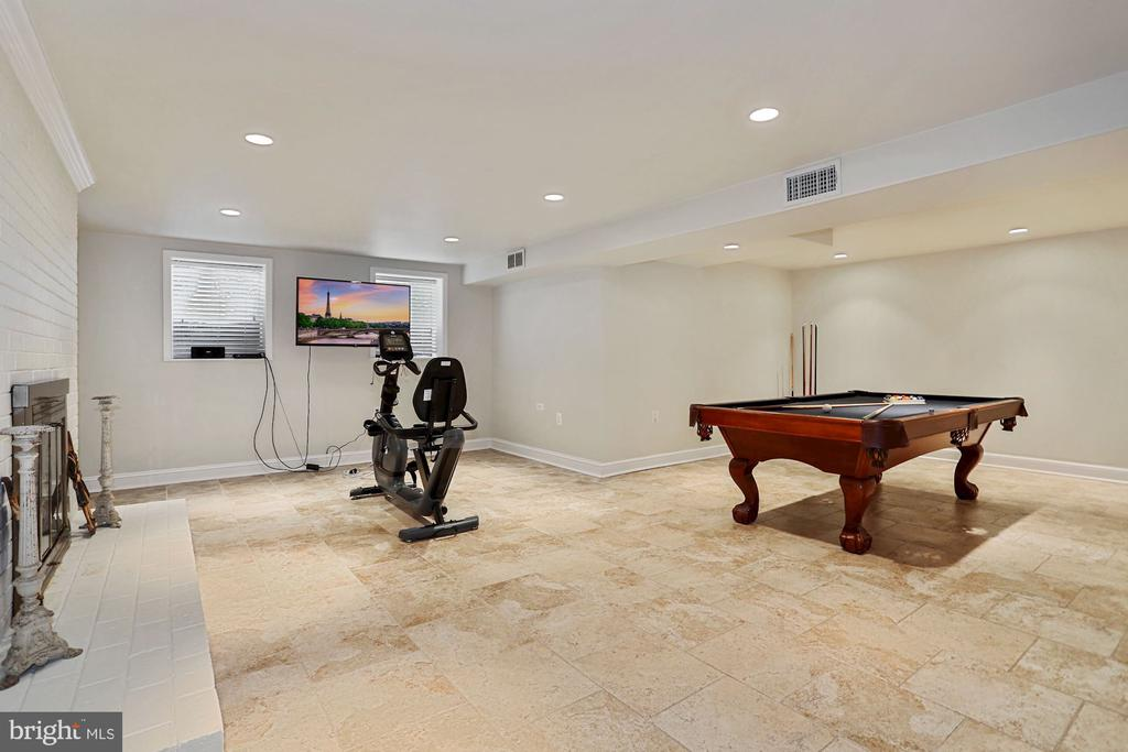 Recreation room on lower level - 3540 N VALLEY ST, ARLINGTON