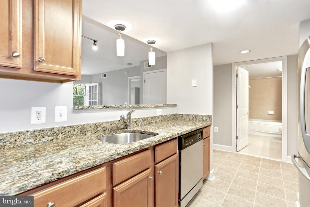 Perfect for entertaining - 11800 SUNSET HILLS RD #311, RESTON