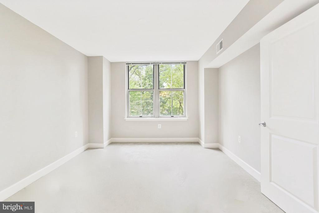 large secondary room, beautiful views - 11800 SUNSET HILLS RD #311, RESTON