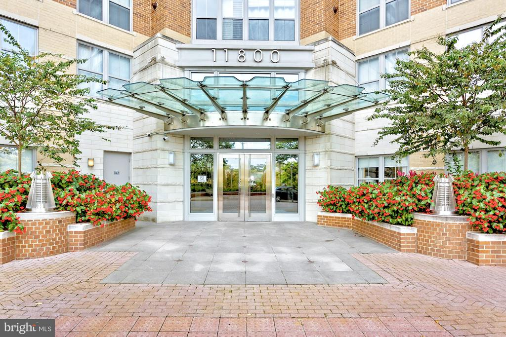 Welcome home! - 11800 SUNSET HILLS RD #311, RESTON