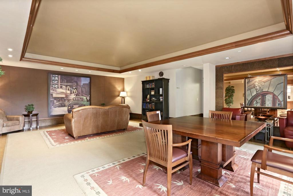 Meet, mingle & relax in the comfort of your lobby - 11800 SUNSET HILLS RD #311, RESTON