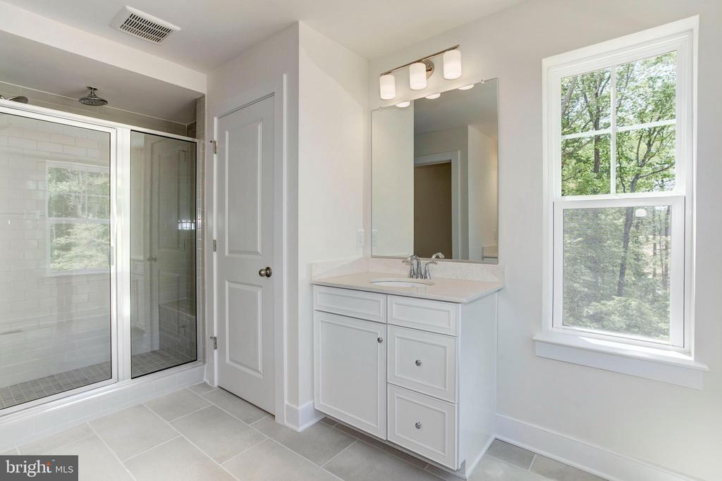 Primary Bathroom - 17663 FALCON HEIGHTS ST, DUMFRIES