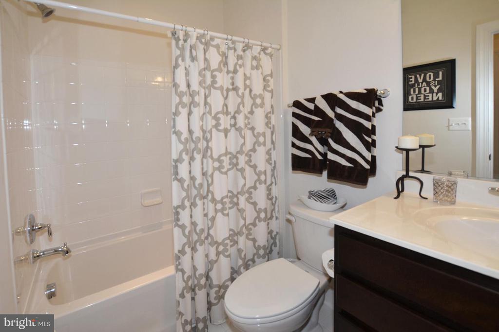 Lower level 4th full bath - 7614 CHESTNUT ST, MANASSAS