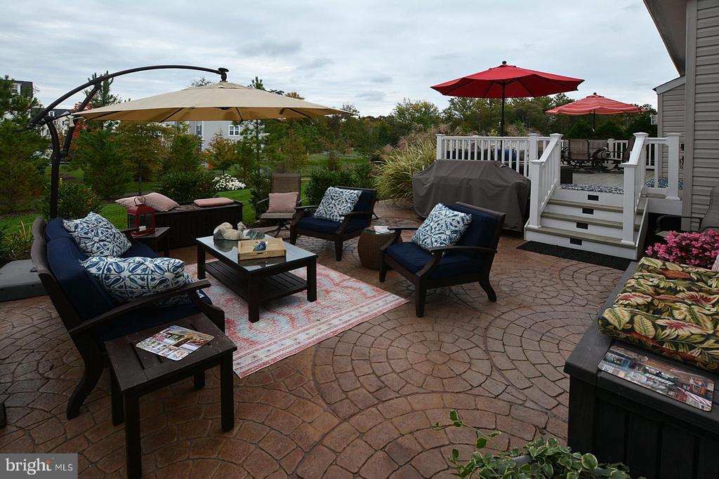 Lovely stamped patio off rear deck - 7614 CHESTNUT ST, MANASSAS